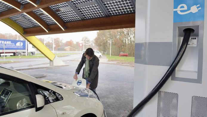 Accu elektrische auto heeft hekel aan kou: vaker laden | Auto | AD.nl