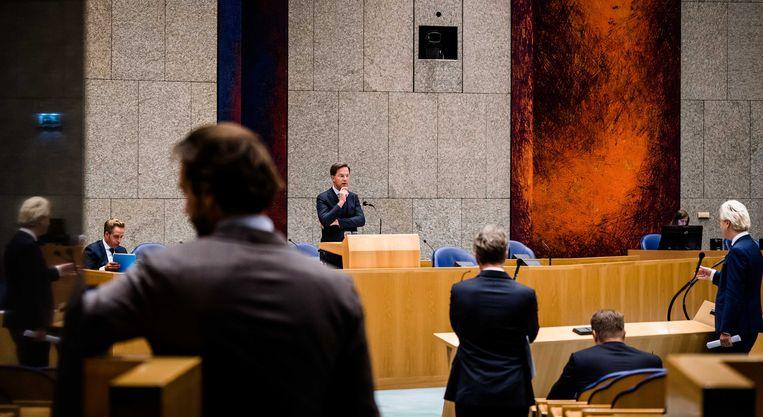 De Tweede Kamer ging deze week weer in debat met premier Mark Rutte en 'coronaminister' Hugo de Jonge over het oprukkende coronavirus. Beeld ANP/Bart Maat