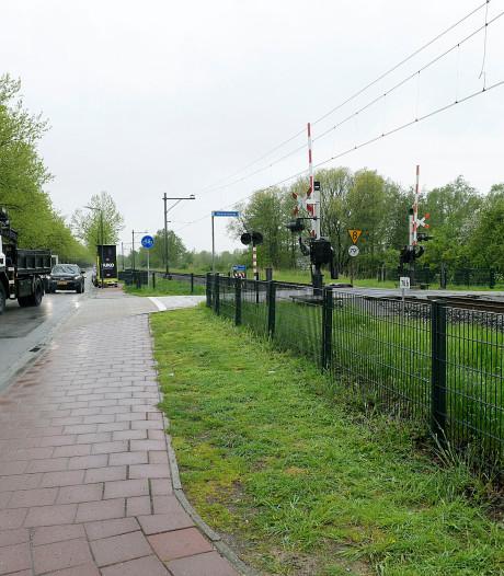 Gevaarlijke spoorovergang in Hardinxveld wordt beveiligd met verkeerslichten