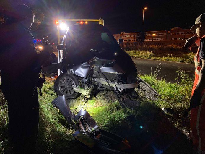 De auto van PEC-trainer Stegeman raakte zwaar beschadigd.
