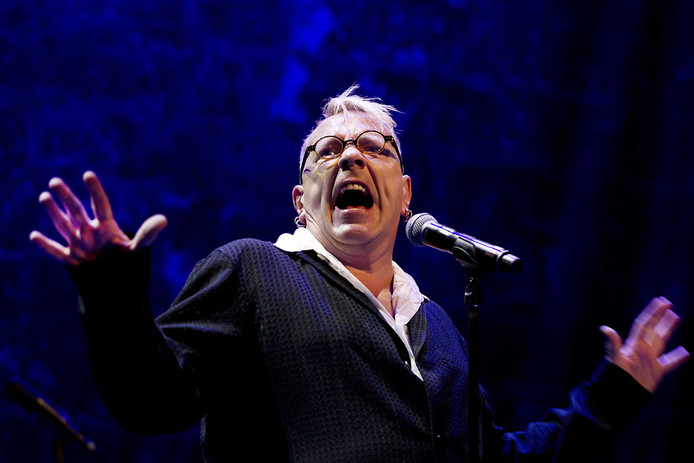 John Lydon, alias Johnny Rotten, alias de zanger van PIL alias de voormalig zanger van de Sex Pistols tijdens een concert in Amsterdam in 2015.