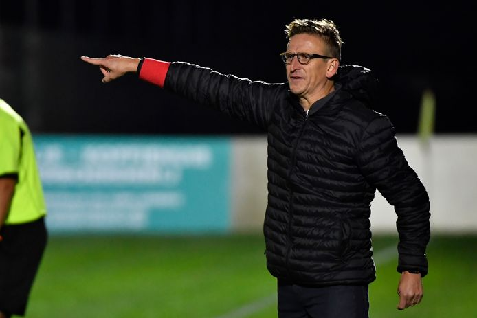 Sandy Casieris zal bij de start van het seizoen 2021-22 bij KSC Dikkelvenne Tom De Cock als trainer opvolgen.