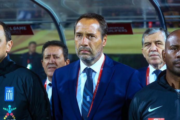 John van 't Schip bij zijn debuut als bondscoach van Griekenland, donderdagavond in Finland.