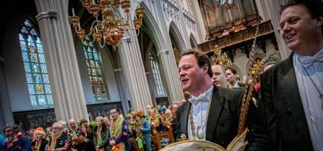 Kruiken vieren zonder donderwolk carnaval in de Heuvelse kerk