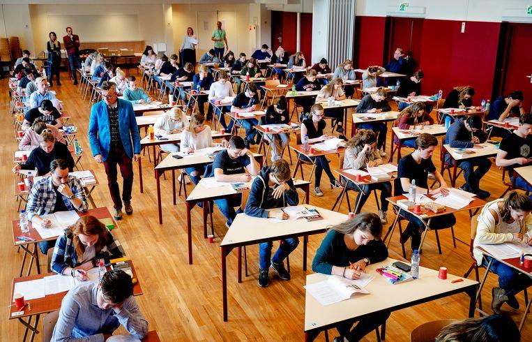 Leerlingen van het Comenius College in Hilversum bij de start van de eindexamens Beeld ANP