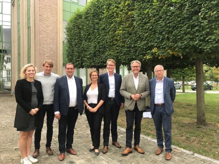 De initiatiefnemers van het project, samen met burgemeester Marnic De Meulemeester en schepen Stefaan Vercamer.
