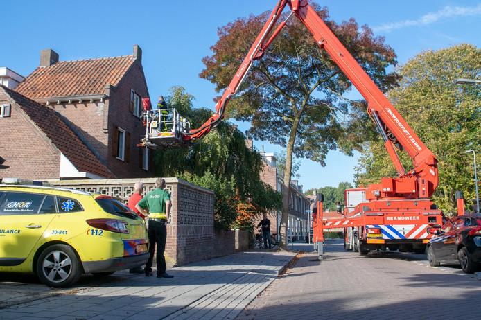 Hoogbejaarde man roept uren om hulp op bovenverdieping in Tilburg.