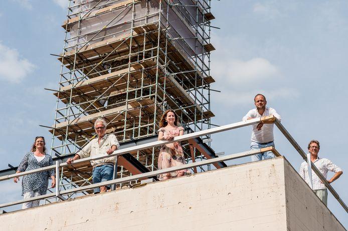 De initiatiefnemers van de verbouwing van het Ketelhuis.  V.l.n.r. Lia Bouma, Paul Struik, Karin Jansen en Michiel van Rennes en Marc van Leent.