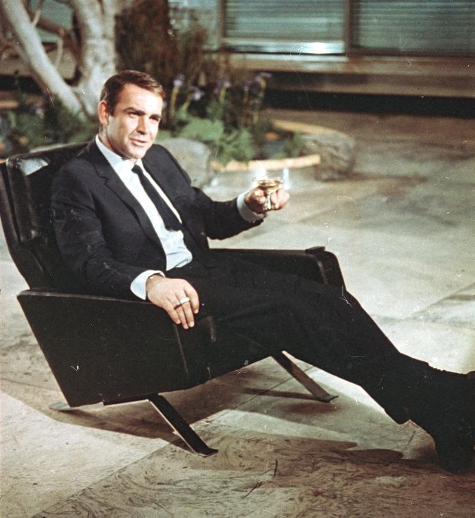 "Sean Connery en juillet 1966 lors du tournage de ""You Only Live Twice"" de James Bond."