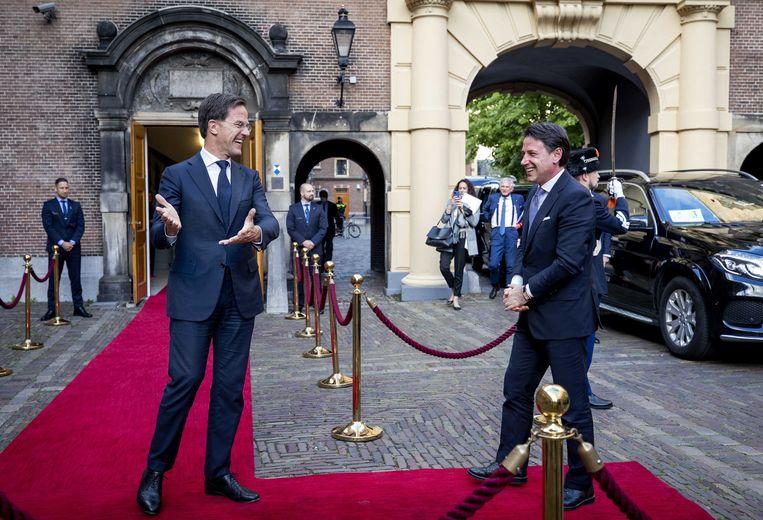 De Italiaanse premier Giuseppe Conte werd vrijdag door Rutte op het Torentje ontvangen.  Beeld EPA/Sem van der Wal
