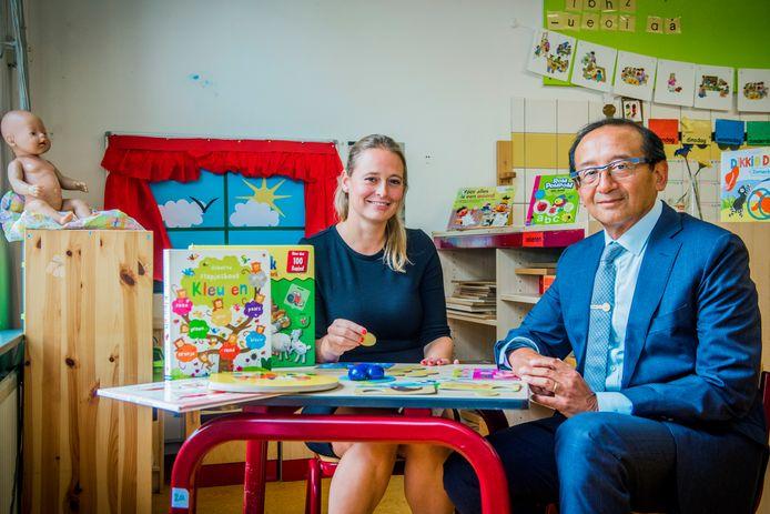 De Van Ostadeschool begint als eerste school in Nederland met een pre-school voor kinderen tot vier jaar.