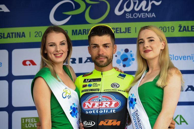 Giovanni Visconti op het podium in de Ronde van Slovenië.