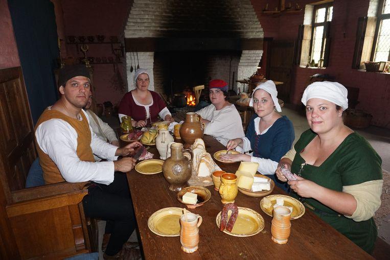 Gezellig tafelen op z'n middeleeuws.