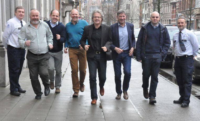 De organisatoren van 'Dwars door Dendermonde', waaronder Marc Tackaert (vierde rechts).
