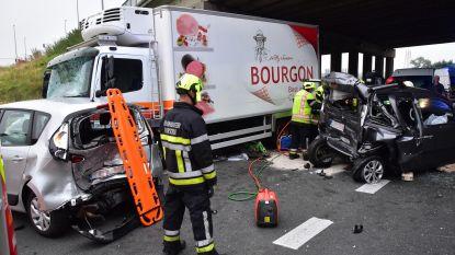 Trucker merkt file te laat op: vier gewonden op E403