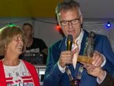 Arina Schuurmans krijgt Heukelomse Mie, vrijwilligersprijs van Oisterwijks kleinste kern