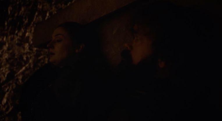 Sansa en Tyrion in de crypte.