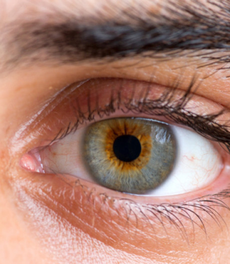 Comment réagir quand on reçoit un projectile dans l'œil?