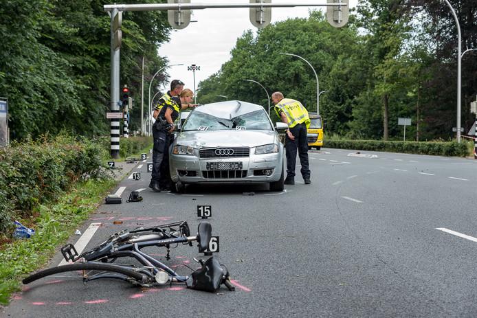 De politie onderzoekt het ongeluk.