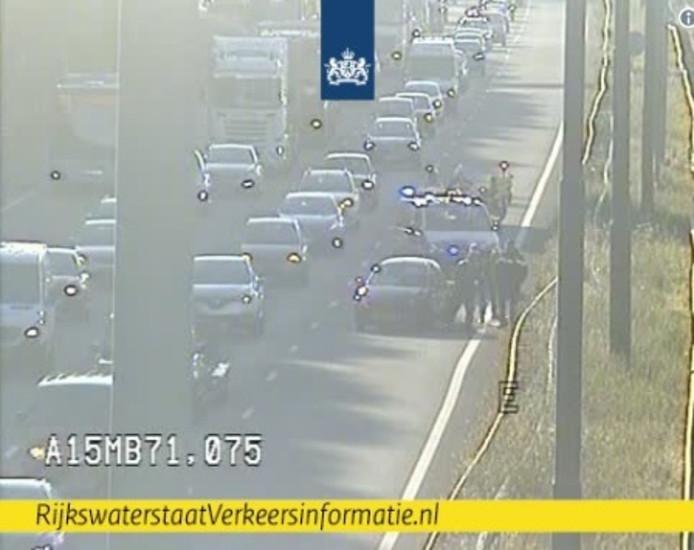 Eénzijdig ongeval op de #A15 bij Hendrik-Ido-Ambacht. Vanuit Gorinchem richting Ridderkerk is de linkerrijstrook dicht.