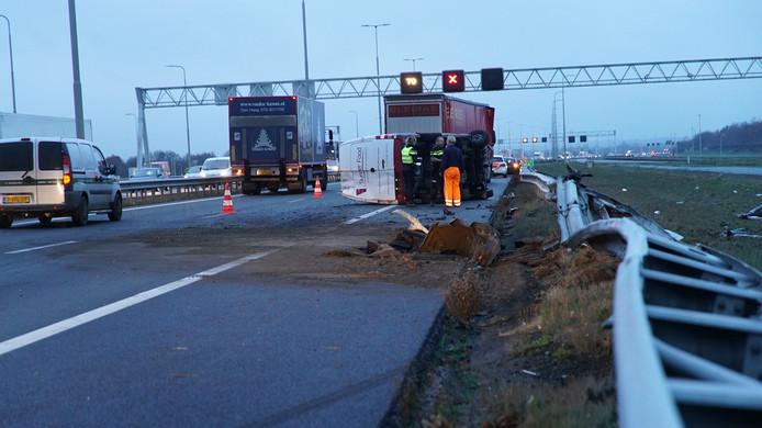 Chaos na de aanrijding op de A1.