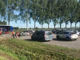 Bidden vanuit de auto bij drive-in kerkdienst IJsselmuiden