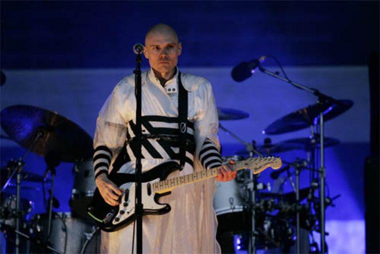 Voorman Billy Corgan van The Smashing Pumpkins, de band die het driedaagse muziekfestival Pinkpop maandagavond afsloot. (ANP) Beeld ANP
