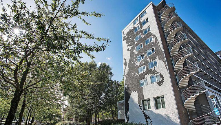 Flatgebouw in Amsterdam met appartementen die anderhalf jaar geleden zijn getransformeerd van sociale huur naar vrije sectorhuur. Beeld Guus Dubbelman / de Volkskrant