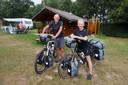 Janina Geertsma en Rutmer de Jong uit het Friese Nijbeets komen net aan bij hun trekkershut op landgoed De Barendonk.