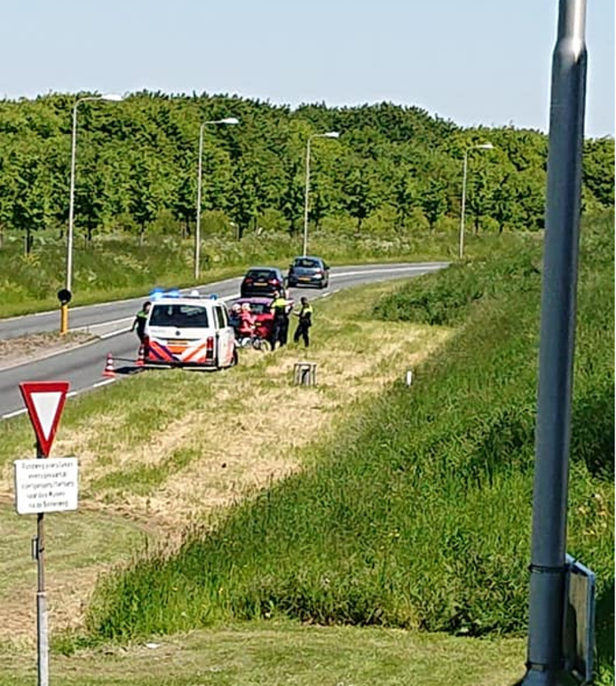 Na tien minuten kwam de politie de vrouwen van de weg halen.