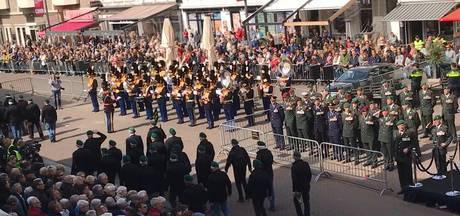 Duizenden genieten in Roosendaal van defilé groene baretten zonder enig incident