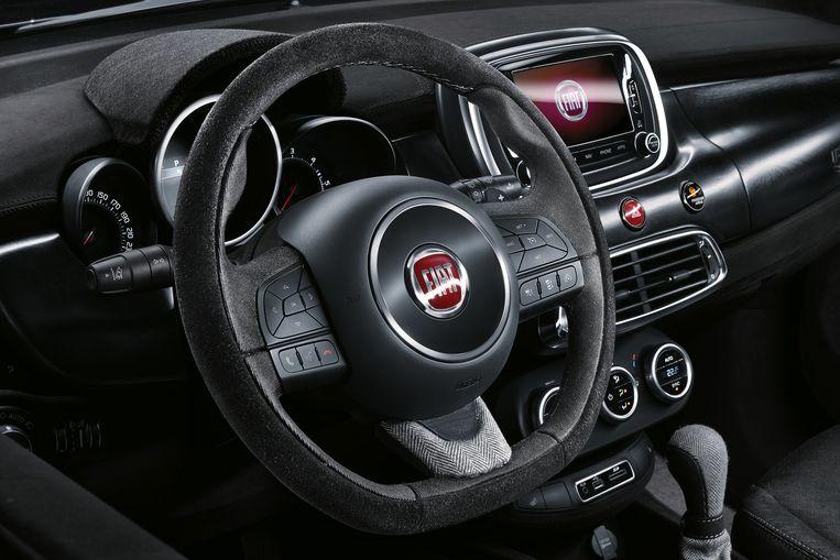De 500X is handgeschakeld in de 3-cilinderuitvoering ; de 4-cilinder met 1.3-litermotor heeft een automaat met dubbele koppeling. Beeld