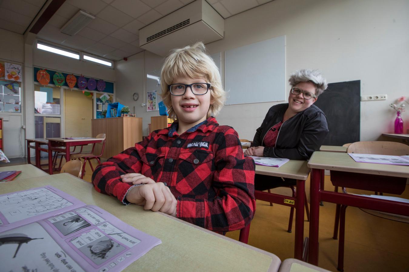 Deze jongen (6) zit bij juf Ank in de klas bij De Luizenmoeder ...
