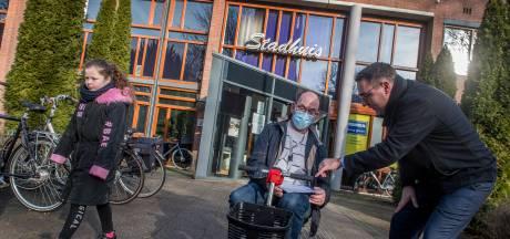 Richard de Mos komt steunverklaringen scoren in Tiel: 'Nederland lokaal is onze kracht'