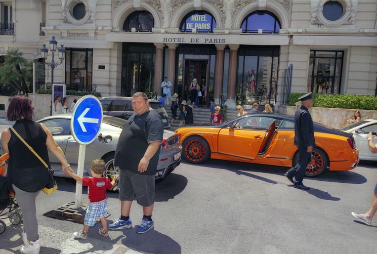 Een Bentley voor Hotel de Paris in Monte Carlo. Beeld Otto Snoek