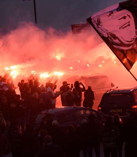 PSV-supporters brengen massaal laatste eerbetoon aan hun geliefde oud-voorzitter Harry van Raaij