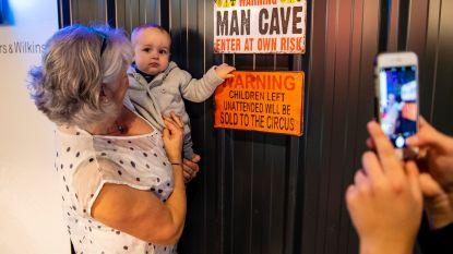 Man Cave in Wijnegem Shopping nét niet mannelijk genoeg: biljart, bier, voetbal, dart... en op de kinderen letten