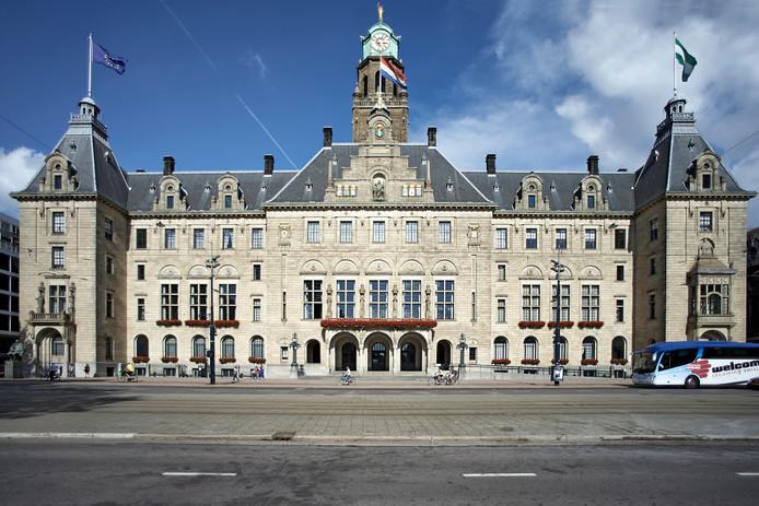 Het dak van het  Stadhuis aan de Coolsingel wordt voor één avond gebruikt als muziekpodium.