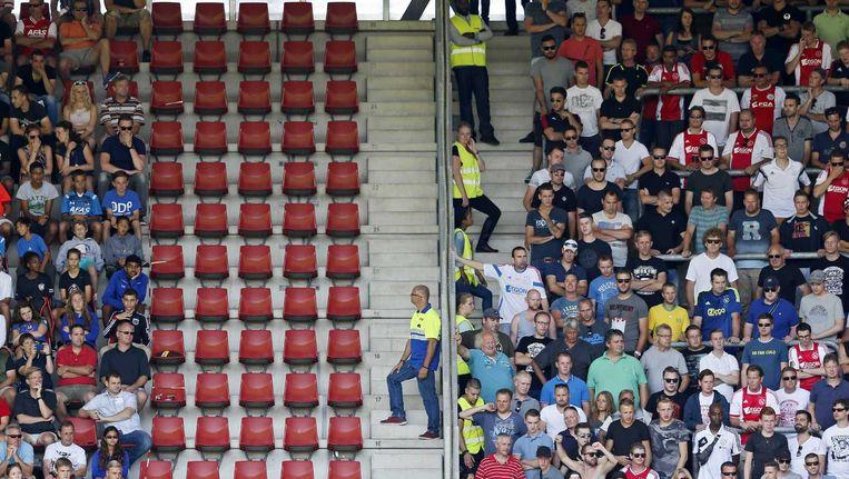 Stewards bij de wedstrijd AZ-Ajax Beeld anp