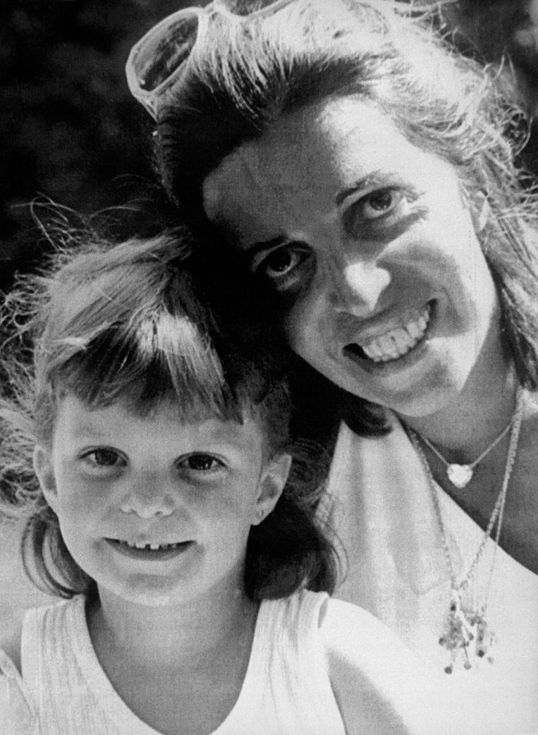 Athina Onassis met haar moeder Christina in 1988. Beeld AFP