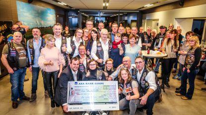 Brandweermannen met Harley Davidson zamelen 10.181 euro in voor kinderen met een beperking