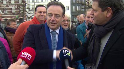 """De Wever en Meeuws schudden elkaar de hand: """"Wij zijn professioneel bezig"""""""