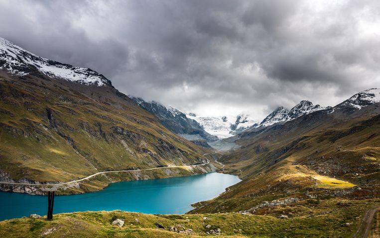 Uitzicht op het turqoise-kleurige water van stuwmeer Moiry en de gelijknamige gletsjer Beeld RV