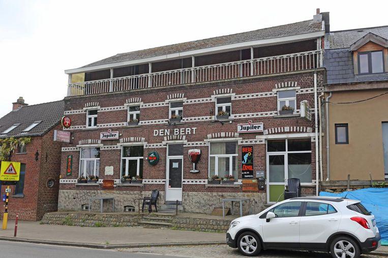 Café Den Bert, tegenover de Sint-Michielskerk van Hekelgem, sloot geruisloos de deuren.