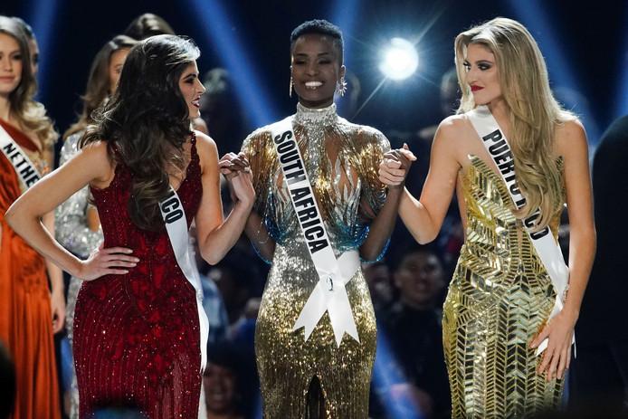 Zozibini Tunzi, Miss Afrique du Sud (au centre) a été couronnée Miss Univers 2019.