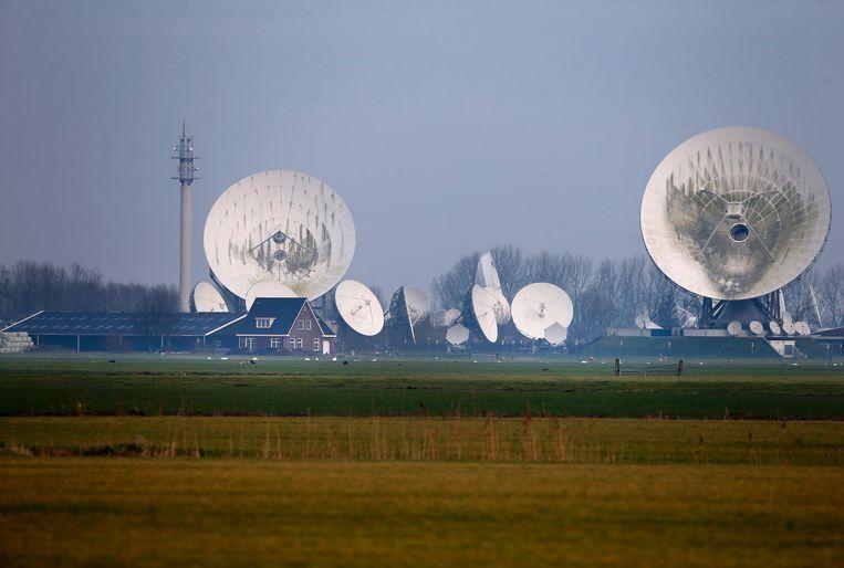 Satellietschotels van de NSO, een afluisterdienst van Defensie, in Burum. Beeld ANP