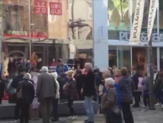 Lange rij voor opening Uniqlo in Antwerpen