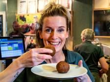 Maakt Ilona van slagerij De Groene Weg in Deventer de lekkerste gehaktbal van Nederland?