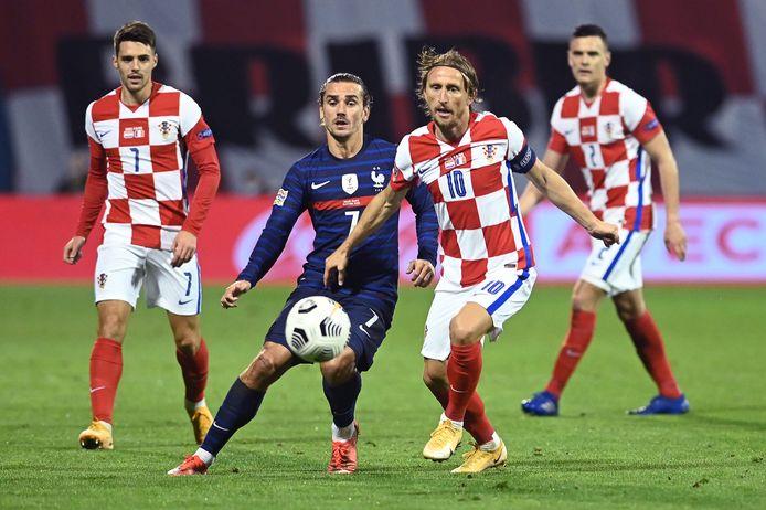 Antoine Griezmann in duel met Luka Modric.