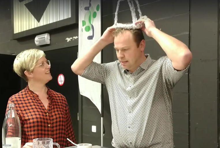Schepen Desmyter roept kandidaat-trio's op voor Hopkoninginverkiezing in ludiek filmpje.